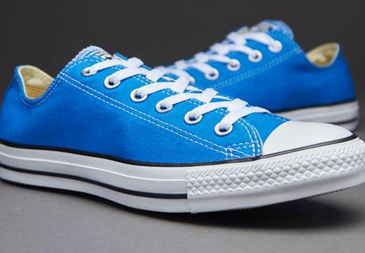 کفش آبی ـ طرز لباس پوشیدن