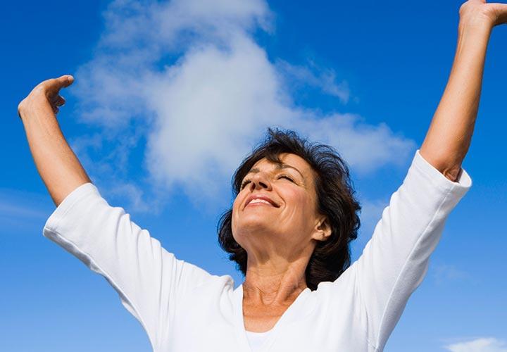 افراد با اعتماد به نفس از شادمانی درونی لذت میبرند.
