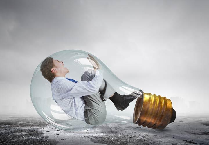 روشهایی برای شروع داستان - در مقابل اشتیاقتان برای زود شروع کردن مقاومت کنید ۱۰ ترفند برای شروعی جذاب و مهیج در داستان نویسی ۱۰ ترفند برای شروعی جذاب و مهیج در داستان نویسی Lightbulb man