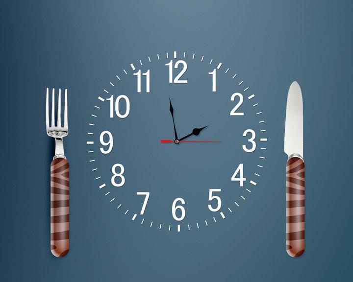 چگونه پر انرژی باشیم - وعده های غذایی را زمان بندی کنید