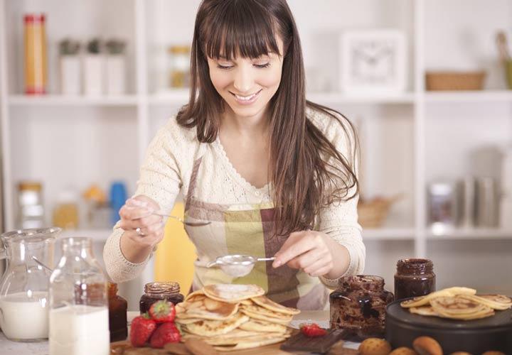 پختن کیک راه مناسبی برای کسب درآمد برای خانمها در خانه است.