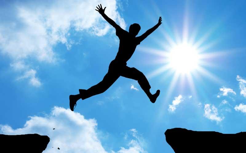 با تکرار جملات مثبت برای رسیدن به موفقیت قدم بردارید
