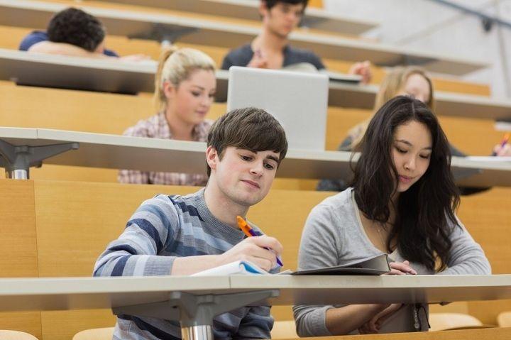 توجه در کلاس به درس خواندن کمک میکند