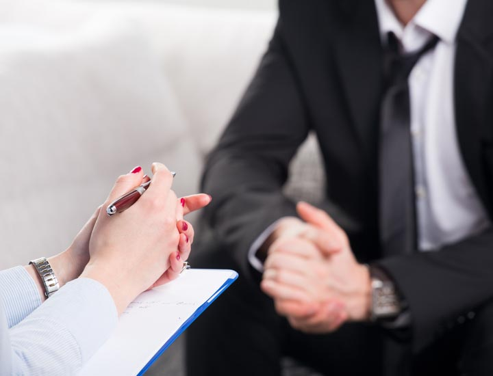 یکی از توصیه های مدیریتی، از اول ارتباط داشتن با کارکنان است