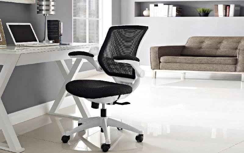 پشتی، چرخ، دسته و تشکچه در صندلی اداری از نظر ارگونومی مهم هستند