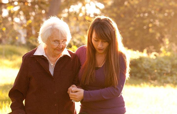 کمک کردن باعث ایجاد حس خوب در خودتان و خوش اخلاقی میشود.