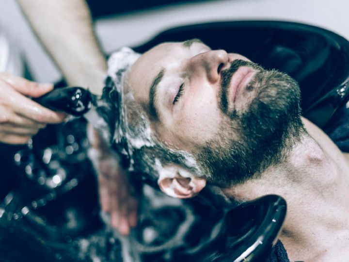 چگونه زیبا شویم - شستن مو