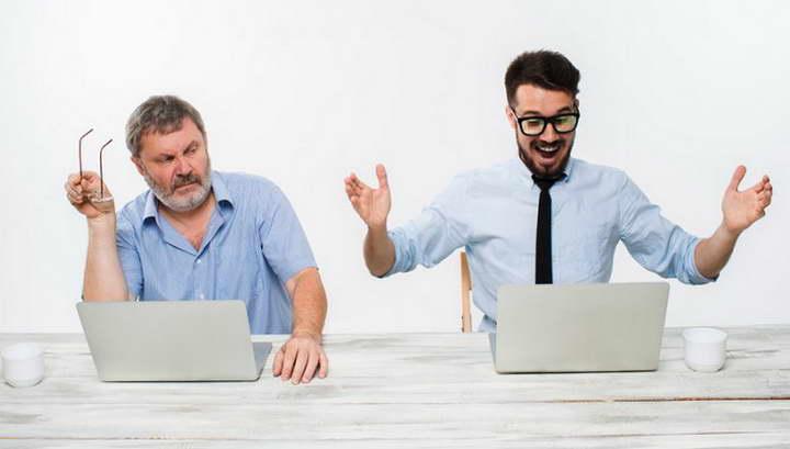 اگر همکارتان یک آدم حسود است، درباره ی موفقیتش صحبت کنید