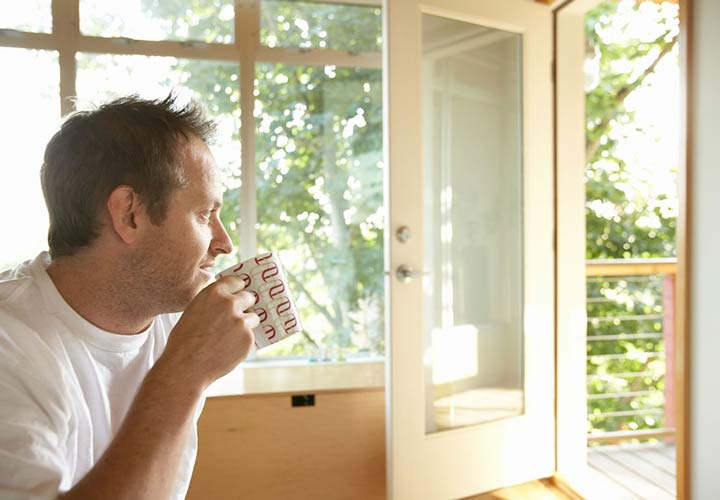 چگونه پر انرژی باشیم - قهوه نوشیدن