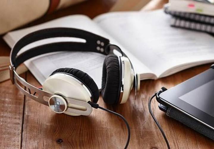 انگیزه برای درس خواندن - گوش دادن موسیقی چین درس تمرکزتان را بر هم میزند