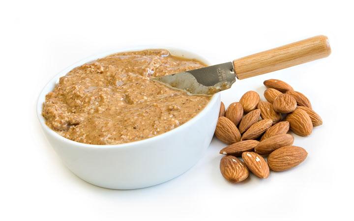 صبحانه سالم - کرهی بادام جایگزین خوبی برای لبنیات محسوب میشود.