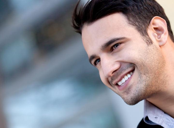 سادهترین راه برای خوش اخلاقی، لبخند زدن است.
