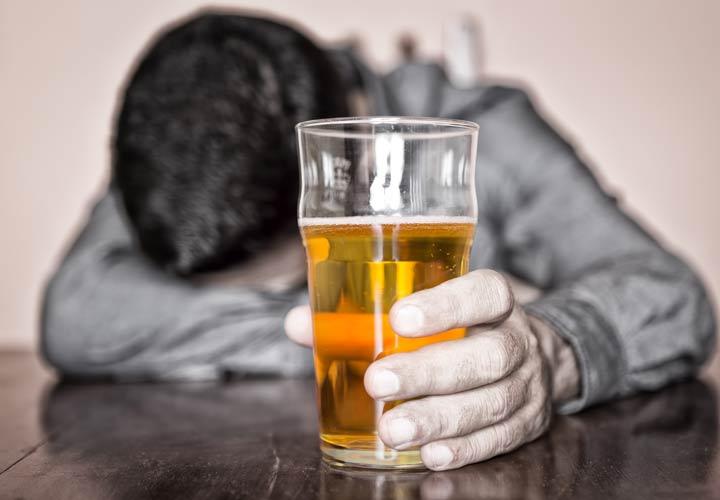 راز سلامتی - مصرف الکل باعث اضافه وزن میشود.