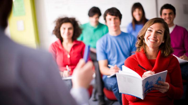 چگونه انگلیسی صحبت کنیم - شرکت در کلاسهای مختلف باعث میشود تا زمان بیشتری انگلیسی صحبت کنیم.