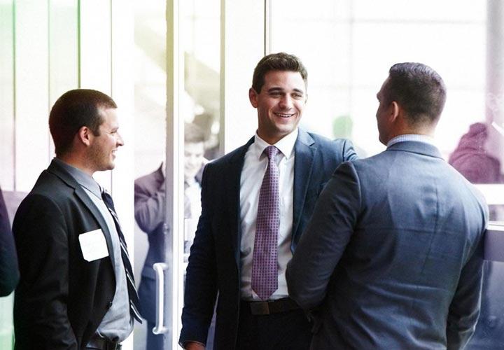 مهارت های مذاکره - برقراری ارتباط با طرف مقابل میتواند نتایج سومندی در یک مذاکره داشته باشد.