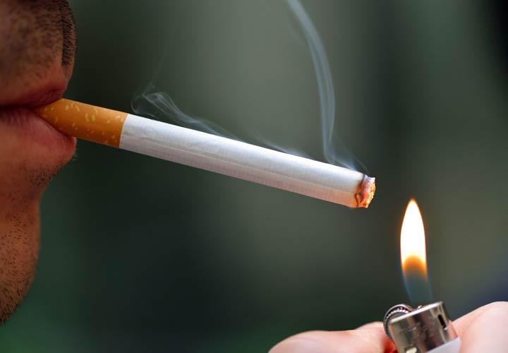 علائم سرطان معده - سیگار کشیدن احتمال ابتلا به سرطان معده را افزایش میدهد