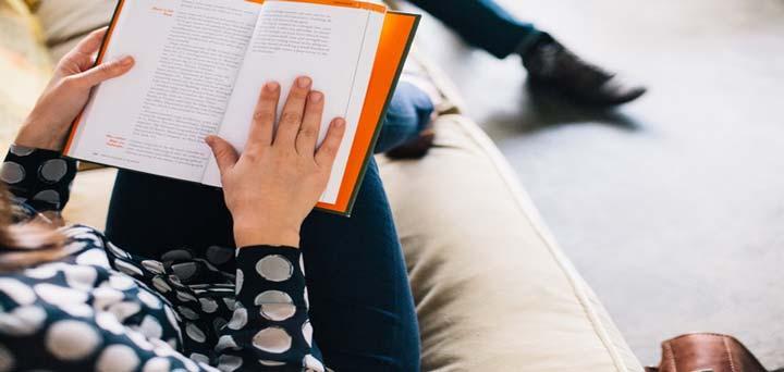 مطالعه مقالات و کتاب ها درباره توسعه فردی ما را قوی می کند