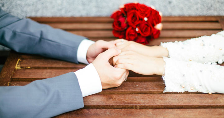 راههای جلب اعتماد همسر - برای جلب اعتماد همسر باید وفادار باشید.
