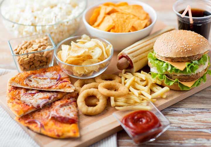 عمر طولانی - مصرف غذاهای ناسالم و فرآوریشده از عمر شما میکاهد