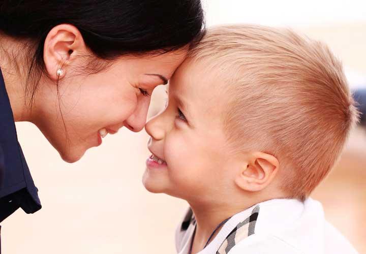 ایجاد عزت نفس در کودکان - به کودکتان ثابت کنید که عشق و علاقهتان به او بی قید و شرط است