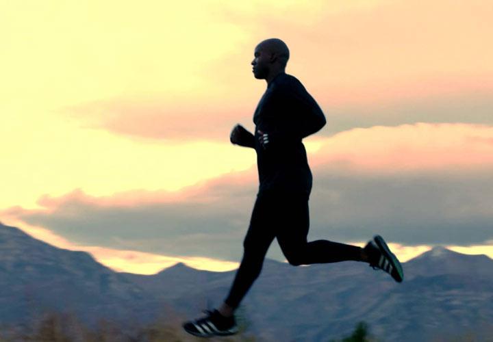 راز سلامتی - انجام تمرینات ورزشی به بهبود عملکرد فیزیکی و روانی کمک میکند.