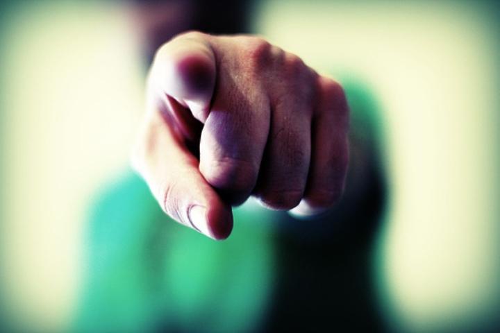 عدم سرزنش دیگران - درمان بدبینی