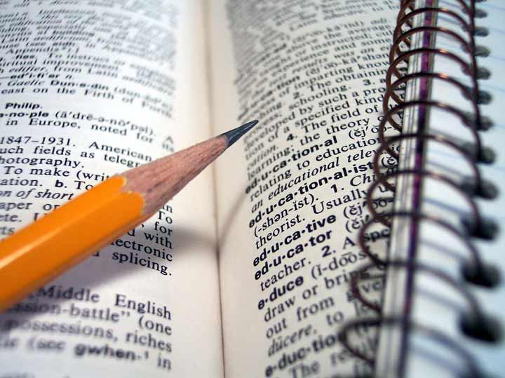 چگونه انگلیسی صحبت کنیم - افزایش دایرهی لغات به بهتر انگلیسی صحبت کردن کمک میکند.