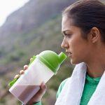 بعد از ورزش چه نوع مایعاتی باید مصرف کنیم