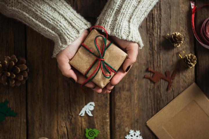هدیه دادن - خوشحال کردن دیگران