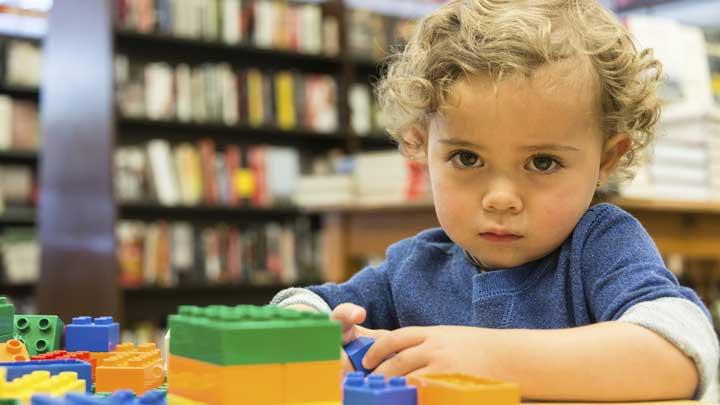 بیماری اوتیسم و کودک اوتیسمی