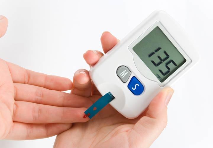 رابطه چاقی و دیابت - تغذیه مناسب، ورزش، کاهش استرس و استفاده از دارو بهترین راههای کنترل قند خون است.