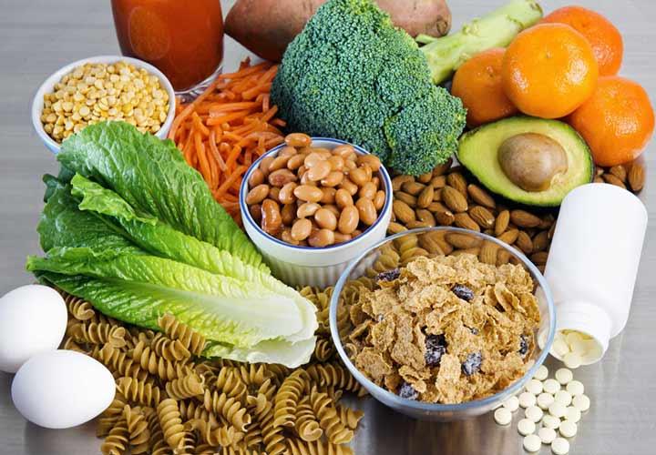 تغذیه در دوران بارداری - سبزیجات برگ سبز، غلات کامل فرآوردههای آن و حبوبات سرشار از اسد فولیک هستند.