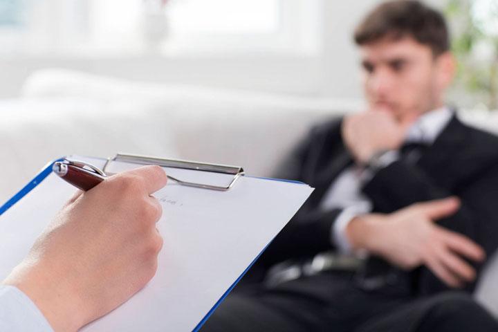 برای درمان پرحرفی از مشاور کمک بگیرید