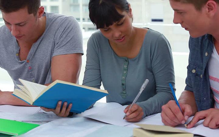 به دوستان تان بگویید قصد دارید درس بخوانید - تقویت اراده برای درس خواندن