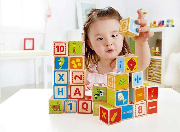 آموزش زبان انگلیسی به کودکان از طریق بازی بسیار تأثیرگذار است.