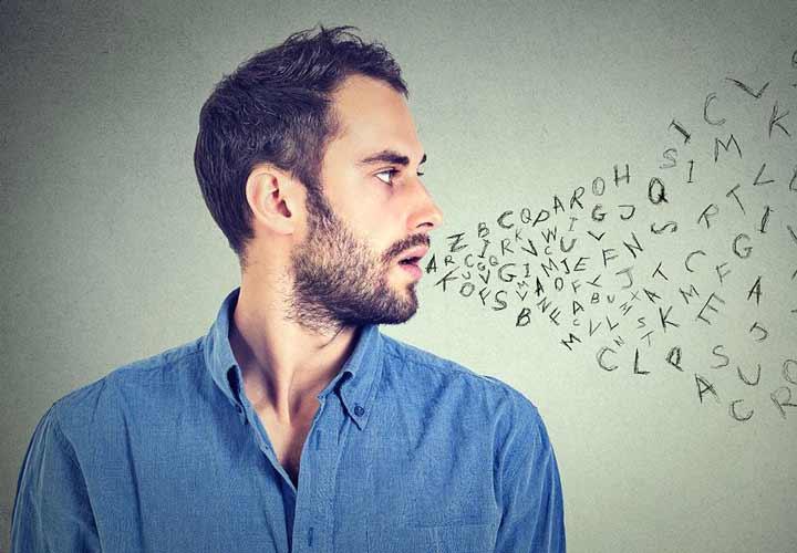 درمان کمرویی - تمرین حرف زدن بکنید و صدای خود را بشنوید