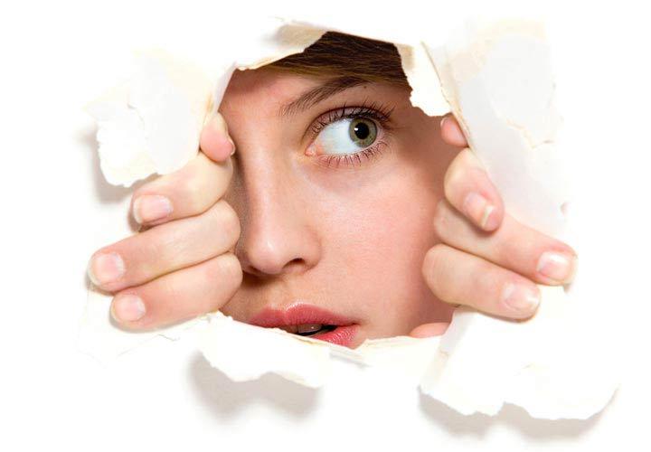 درمان کمرویی - موقعیت هایی که باعث کمرویی شما می شود را شناسایی کنید