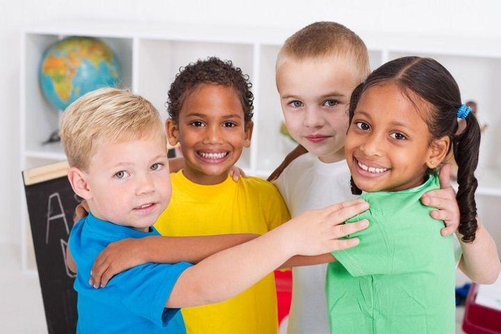 تعامل با دیگران یکی از مهارتهای زندگی برای کودکان