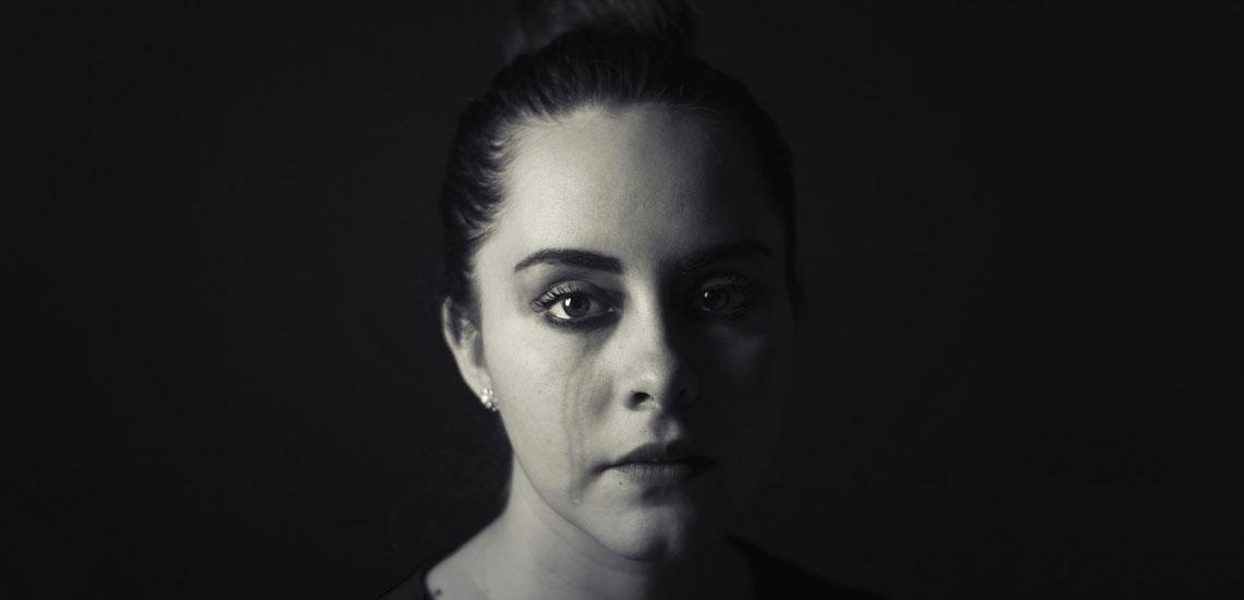 افسردگی چیست؛ ۹ نشانه و ۶ عامل این بیماری شایع