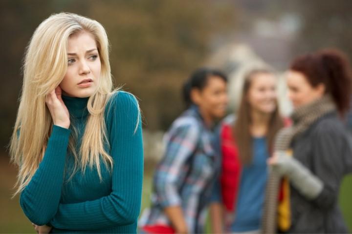 تاثیر بدبینی نسبت به دوستان بر شخصیت ناخوشایند