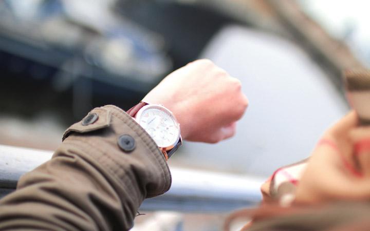 نحوه برخورد در محیط کار - وقت شناس باشید