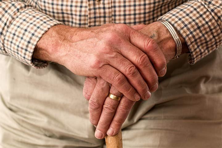 بیماری پارکینسون ، علت لرزش دست