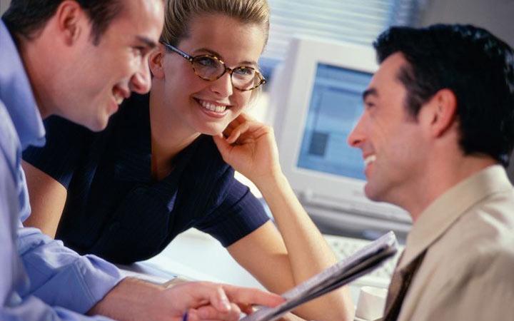 نحوه برخورد در محیط کار - از شایعه سازی دوری کنید