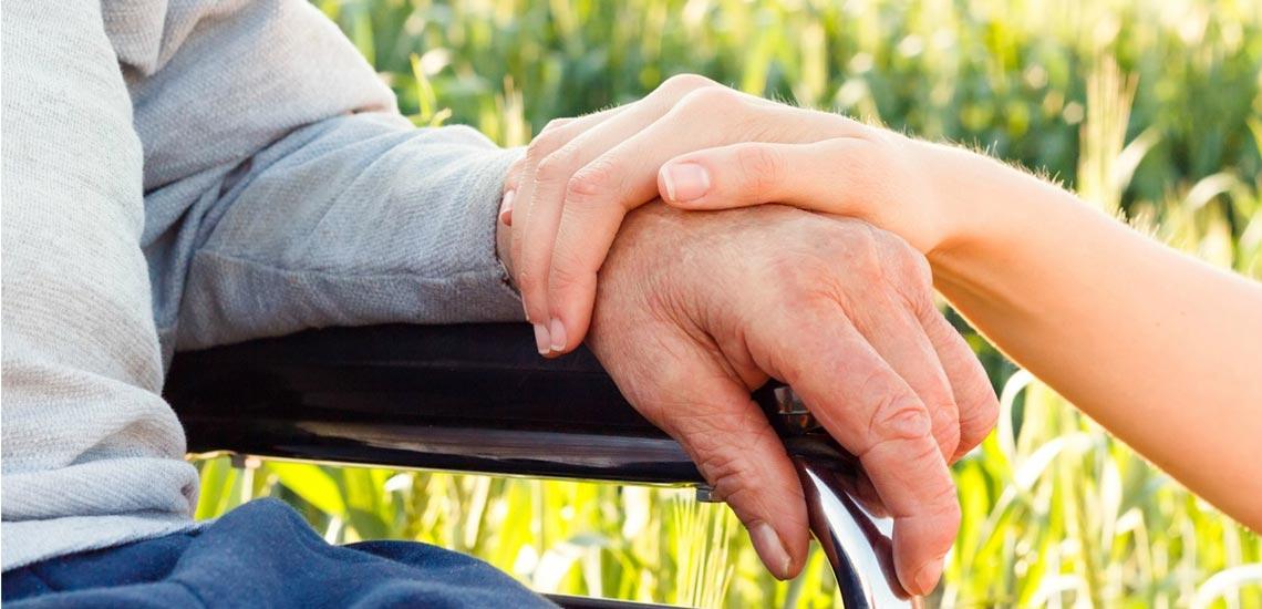 پارکینسون چیست؛ آشنایی با علائم، عوامل ایجاد و روشهای درمان آن