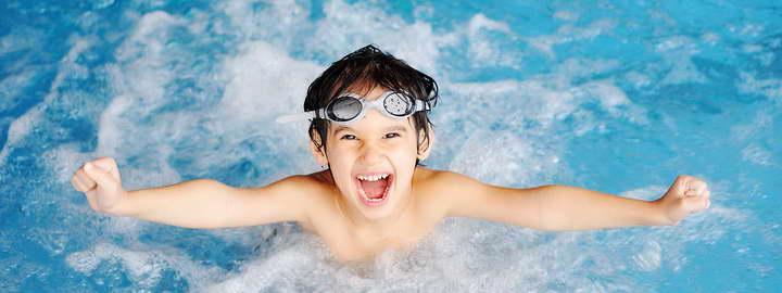 شنا کردن یک ورزش برای لاغری