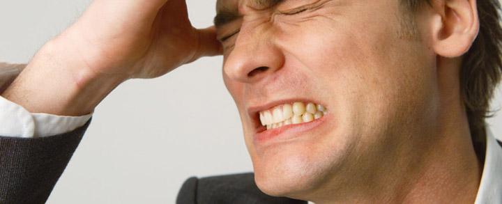 دندان قروچه و فشردن دندانها روی هم یکی از عادات مضر است.