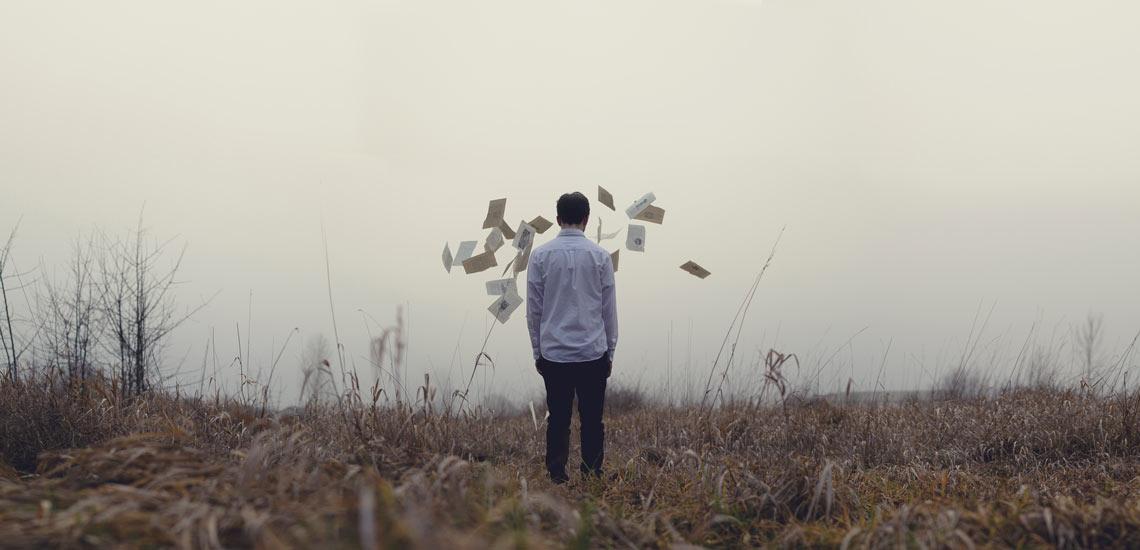 ۸ رفتار سمی که مانع خوشحال بودن شما میشود