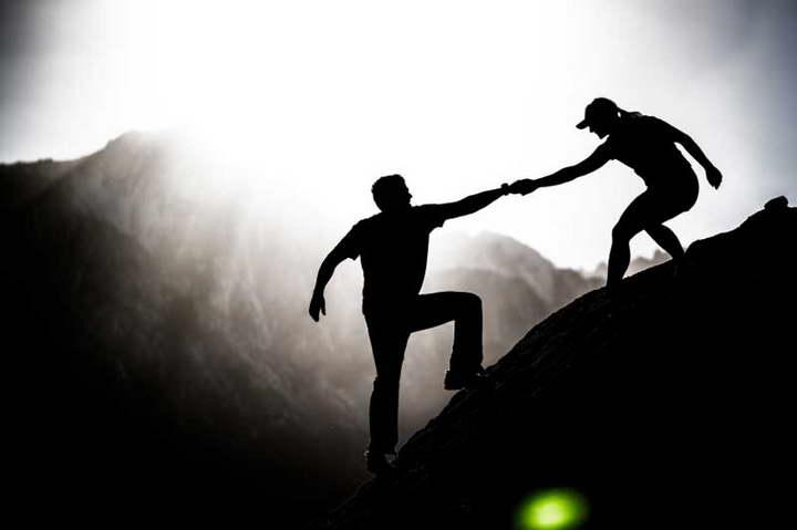 برای بهبود زندگی به دیگران کمک کنید