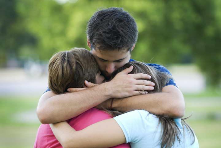 برای بهبود زندگی بیشتر در آغوش بکشید