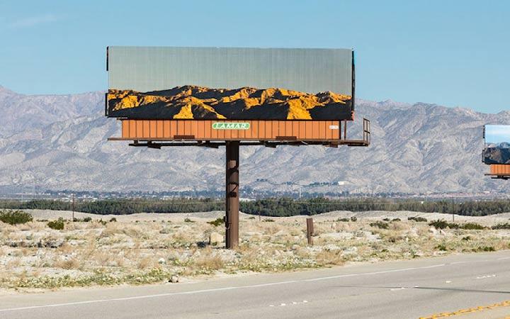 بیلبورد یکی از انواع تبلیغات محیطی است که می تواند در مکان های مختلف نصب شود